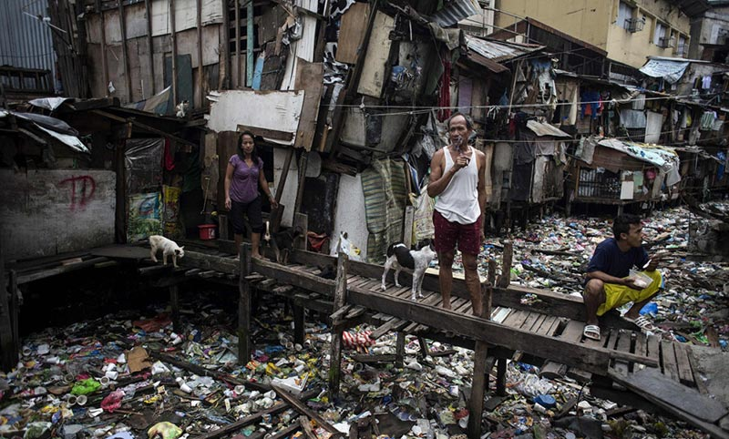 Make the earth beautiful again:Cleaning of river garbages in the slum residential area of Manila, Philippines -new-s-c-philip-river-2